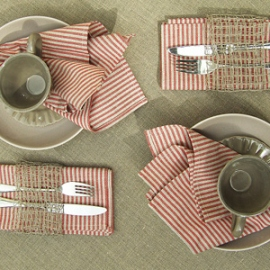 Serviettes de table Jazz en lin rouge & Nappe Una en lin naturel