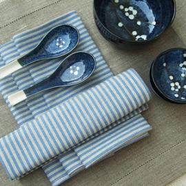 Serviettes de table Jazz en lin Bleu & Chemin de table naturel Una