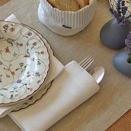 Chemin de table couleur Blé et Servittes blanches en lin de la collection Rhomb