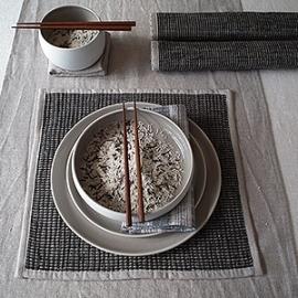 Nappe Lara crème, chemin naturel et set de table coloris écorce de la collection Ema