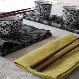Nappe et serviettes Lara coloris Citrine, Serviettes de table Chrysanthème noires